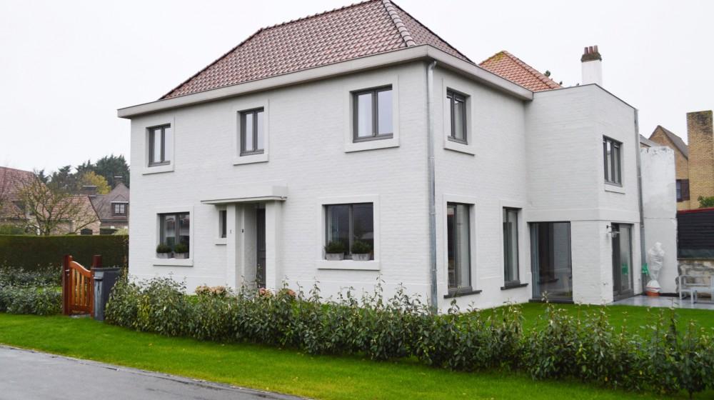 Ruime burgerwoning met tuin & garage in Koksijde