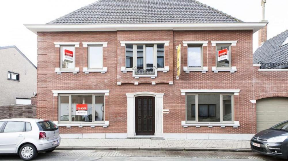 Exclusieve burgerwoning met zonnig terras in hartje Roeselare