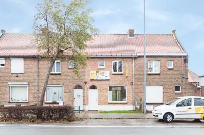 Gerenoveerde woning met tuin en uitweg te Veurne