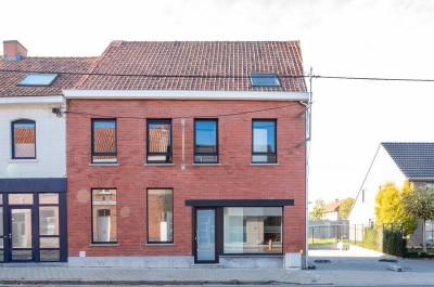 Ruime gerenoveerde halfopen woning met tuin in Roeselare (Beitem)
