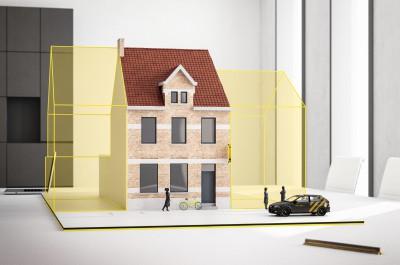 Grote gerenoveerde gezinswoning met diepe tuin en 3 kamers in het centrum van Hooglede
